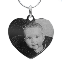 pendentif gravé avec la photo des petits-enfants