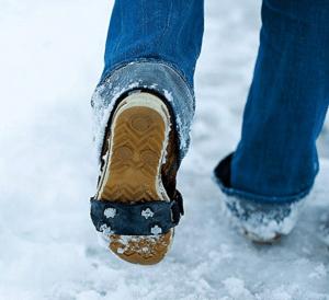 chaussures antiglisse neige - cadeau pour une femme âgée